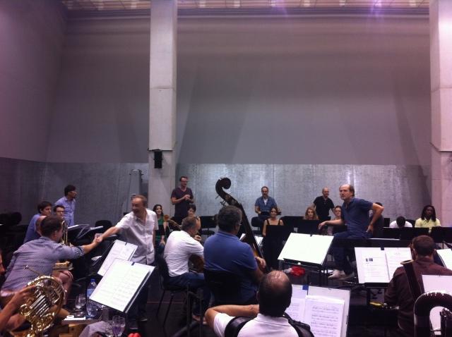 L'Ensemble Remix et les seize chanteurs avec Léo Warynski, Yoan Héreau, Francesco Filidei, Antoine Gindt et Peter Rundel.